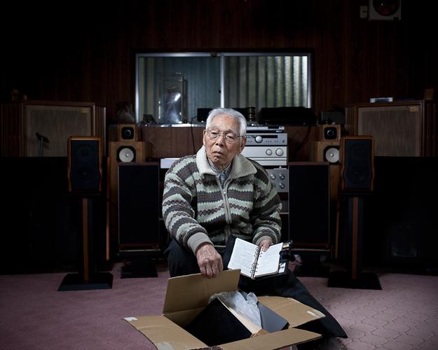 Akira accuse l'entreprise de son fils, disparu il y a 7 ans, de l'avoir poussé à bout. ©Stéphane REMAEL