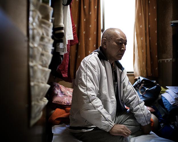 Un ancien mafieux a quitté les affaires et vit en paria dans une chambre de 5 mètres carrés.