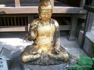 Daienji - Un bouddha recouvert de feuilles d'or
