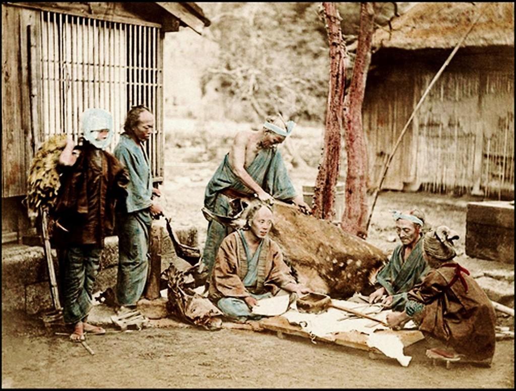 une photo restaurée et colorisée de burakumin (1873)