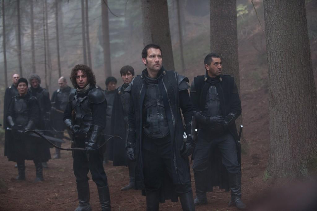 Le commandant Raiden (Clive OWEN) et ses hommes.