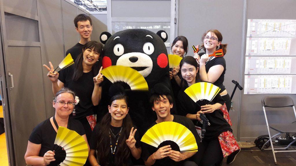 Yosakoi Paris Hinodemai prennent la photo avec Kumamon ! (via Facebook)