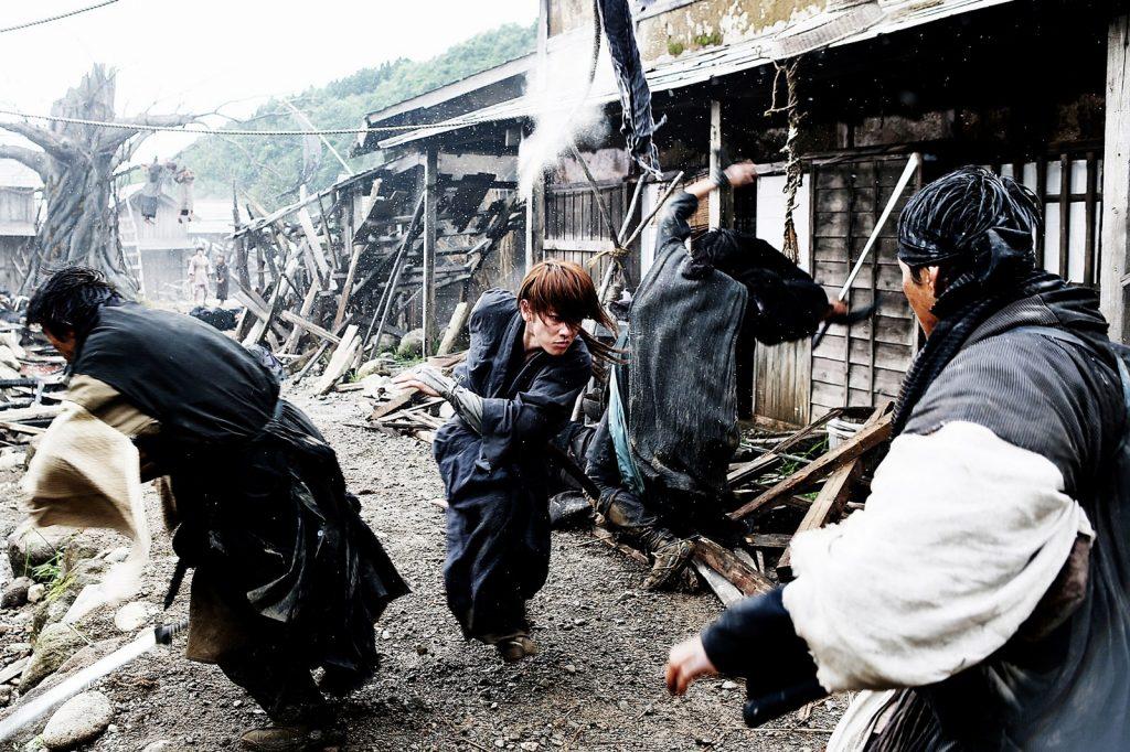 Sur la route de Kyoto, Kenshin affronte les hommes de SHISHIO