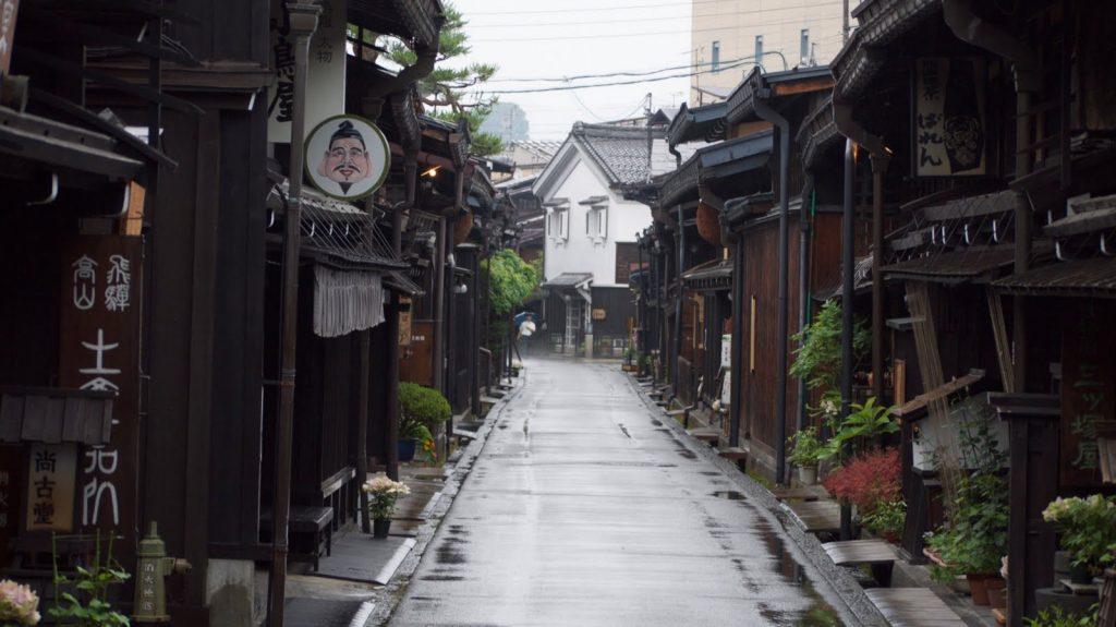 Rue Goudronnée de Takayama. Crédits: sherrijosbecauseicanworldto