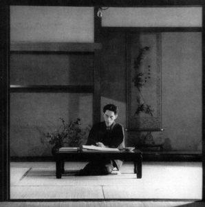Yasunari Kawabata avec une calligraphie