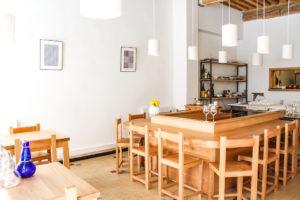 Comptoir en U à la japonaise: Pour y manger seul ou accompagné