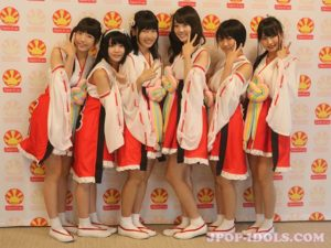 Les niji no conquistador, lors de leur passage à Japan Expo en 2017