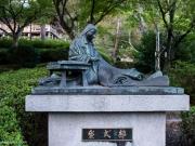 La statue de Murasaki Shikibuku au Temple Ishiyama.