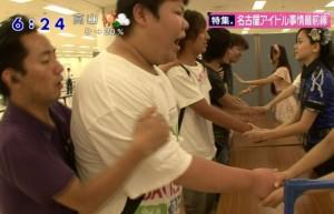 "Session de ""handshake"" avec les AKB48"