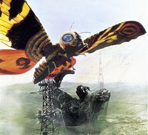 """Le combat final de """"Mothra contre Godzilla""""."""