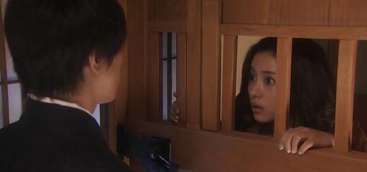Hoshikawa enferme Junko dans 5ji kara 9ji made, drama adapté du manga de Aihara Miki