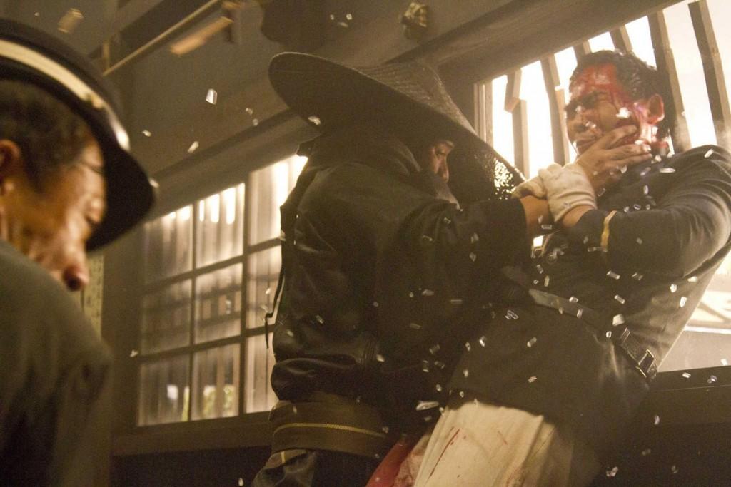 Le tueur au chapeau noir se fait passer pour Battosai.