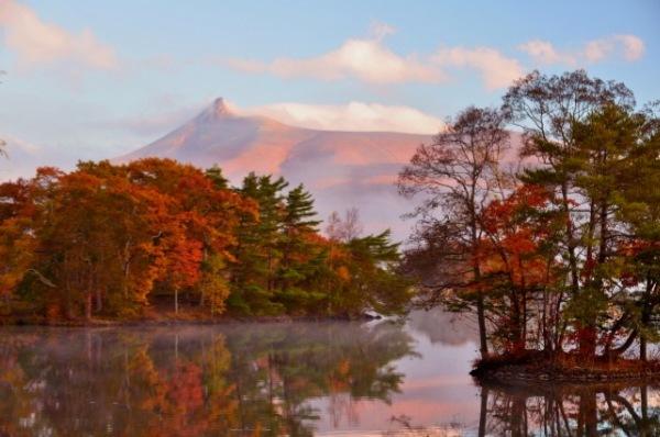 Reflets sur le lac dans le parc d'Onuma. Crédits photo: Hokkaido-labo