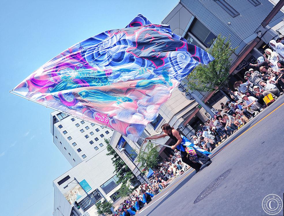 yosakoi-flag-dancer-japan-hirosaki