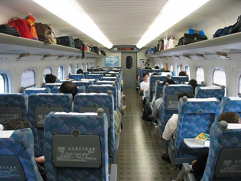 L'intérieur confortable du Shinkansen 700 Séries. Photo de © Keith Pomakis sous licence Créative Commons 2.5