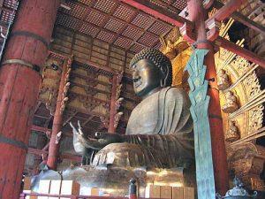 Le Grand Bouddha - Daibutsu dans le temple Tôdaiji