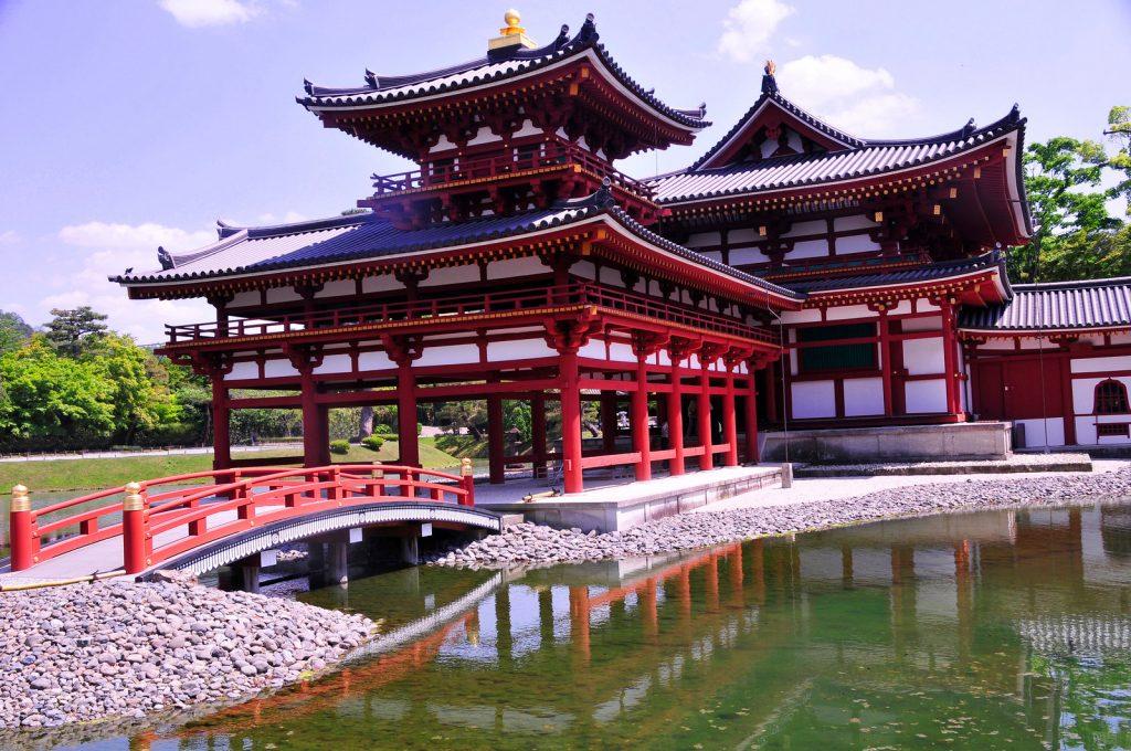 Le temple semble flotter sur l'eau. Crédits: Andy Serrano