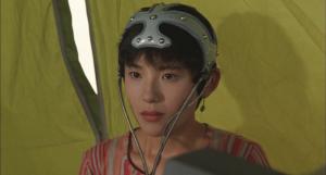 Megumi OKADA et son casque télépathique dans Godzilla Vs Spacegodzilla