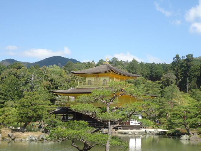 Kyoto possède aussi les plus beaux sites du Japon. Ici, le pavillon d'or.
