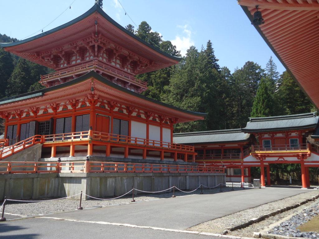 Le site de TO-DO est le plus accessible, donc le plus visité. Il regorge de temples majestueux.