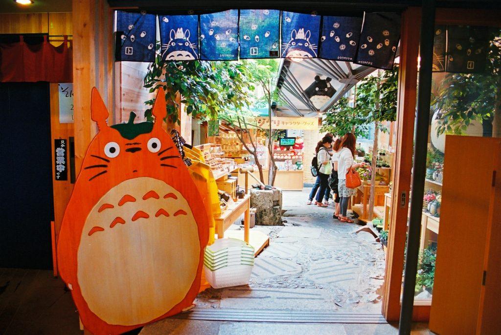 La boutique Ghibli, n'est en principe pas la copine des portes-feuilles... Crédits : urbanresearch.wordpress
