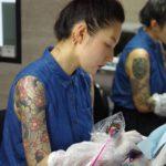Haruka, tatoueuse du Studio Muscat