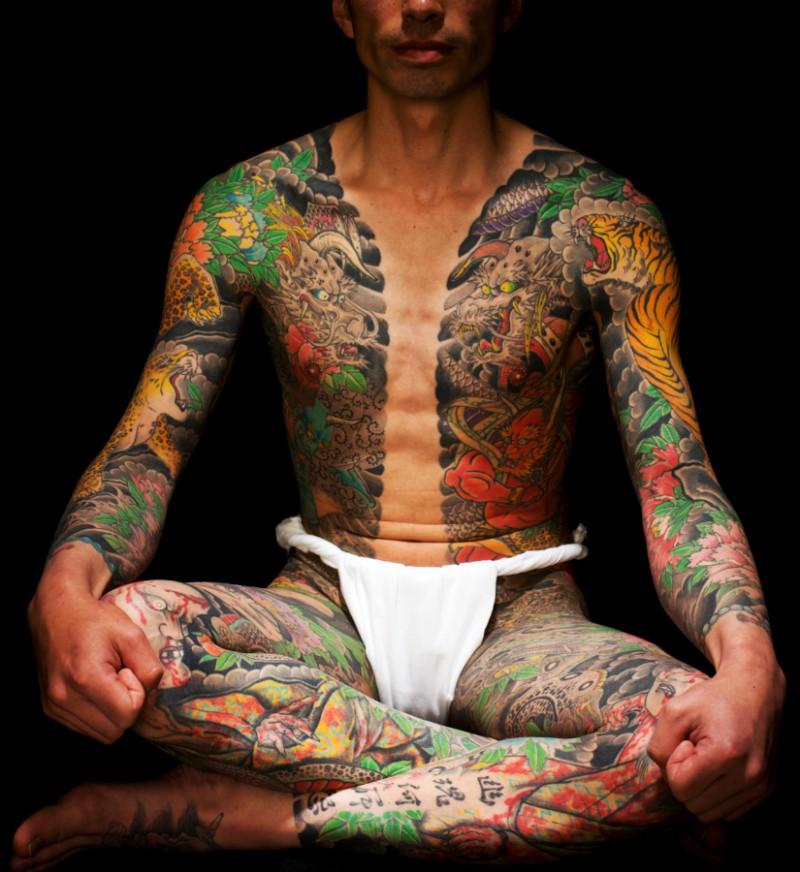 Yakuza intégralement tatoué