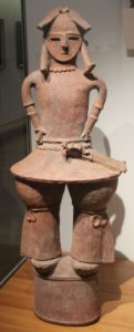Haniwa d'homme armé d'environ 1m20 6ème siecle - Musée Guimet
