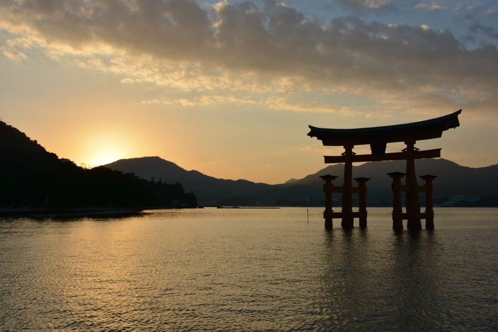 Quoi de mieux que d'observer le torii de Miyajima sans la foule ?