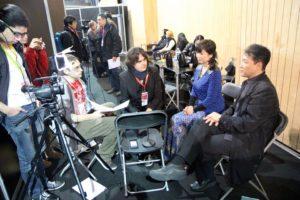 L'équipe de Toku Scope en pleine interview des acteurs Hiroshi WATARI et Yumiko FURUYA