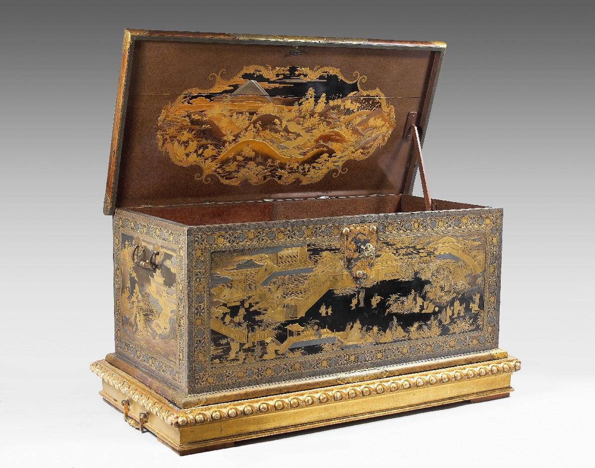 Coffre de Mazarin - bois et laque, incrustations d'or, d'argent et de nacre