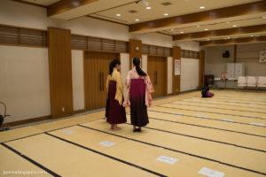 des compétitrices habillées en kimono pour l'occasion, comme Chihaya