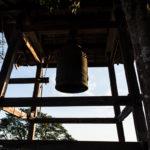 Une cloche dans l'enceinte du château