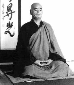 Moine Taisen Deshimaru en position de méditation assise (zazen)