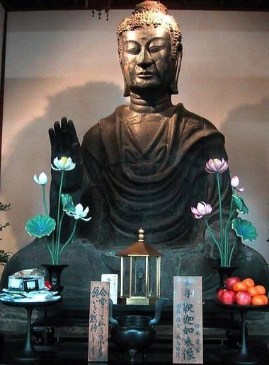 Statue de Bouddha dans le Asuka-dera, premier temple bouddhiste construit en 588