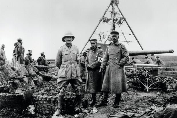 Troupe britannique aux côtés de soldats japonais dans la bataille de Tsingtao contre l'Allemagne