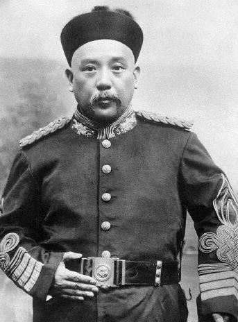 Yuan Shikai en uniforme en 1912
