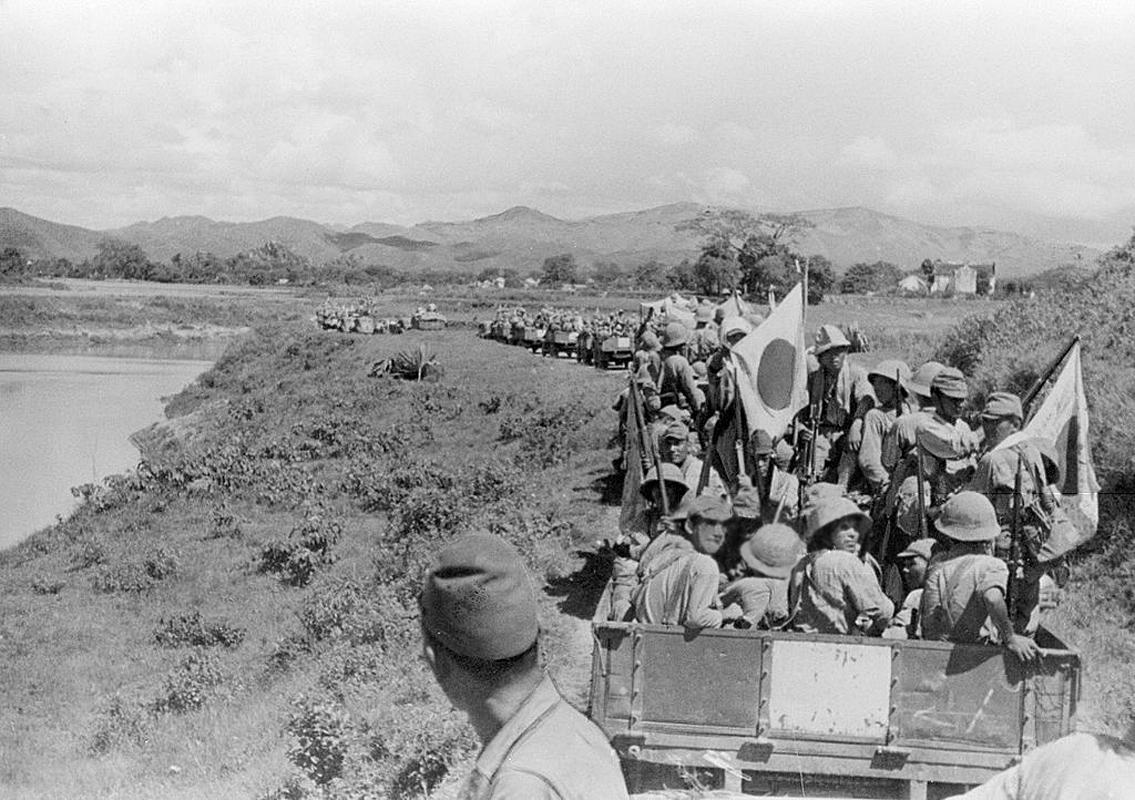 Soldats de l'armée impériale du Japon se dirigeant vers Lang Son en septembre 1940