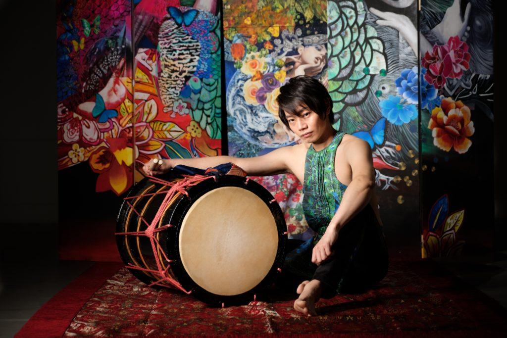 Yuki SAKURAI au taiko dans la troupe KOOYA
