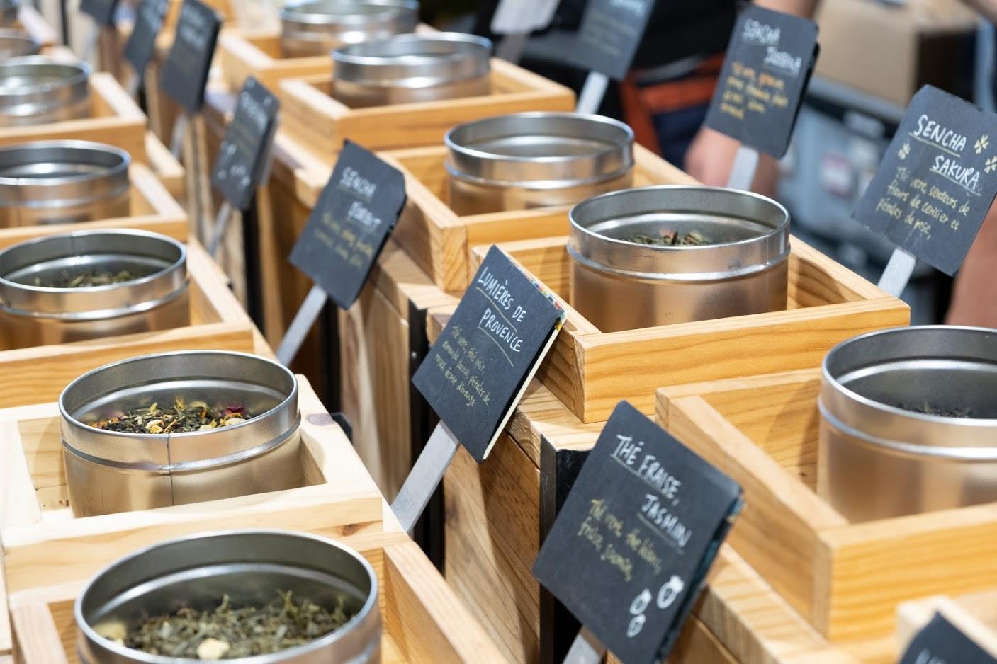 Stand vendant différents thés