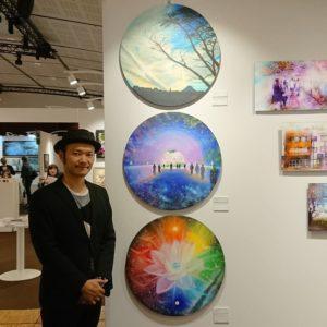 Yoshiga Kenta et ses peintures exposées au Salon Art Shopping