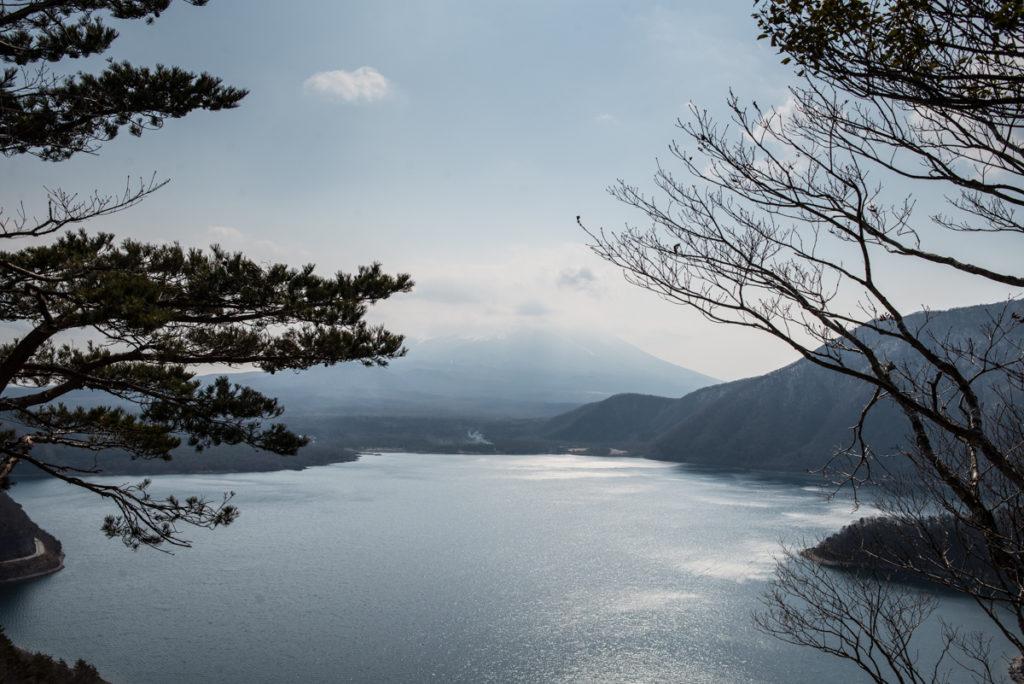 La vue depuis le point d'observation, mais le Fuji se cache dans les nuages. Crédits photo : Pascal Voglimacci ©journaldujapon.com – Tous droits réservés.