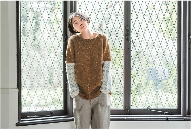 Jeu de tricot sur es manches © Michiyo - Japanese knitting, patterns for sweaters, scarves and more, Editions Tuttle.