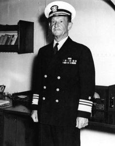 Frank J. Fletcher, commandant de la Task Force 17 de la marine américaine