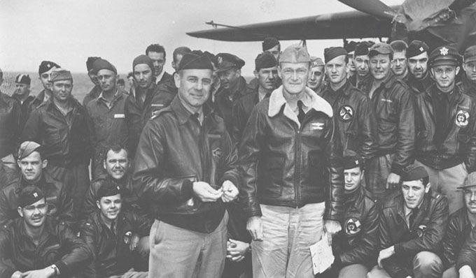 Le lieutenant-colonel James H. Doolittle et les soldats ayant participé au raid