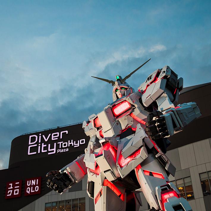 RX-0 Unicorn à Odaiba (de plus près)