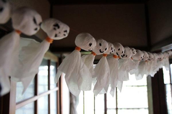 Teru Teru Bozu - Praying for good weather @Roger Walch via Flickr