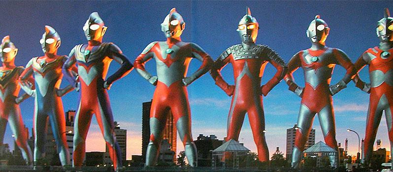 Ultraman rassemblés en groupe