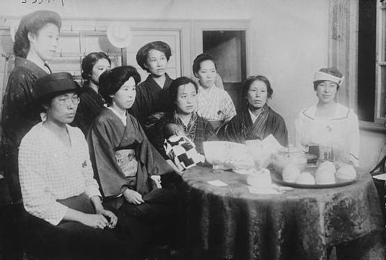 Groupe de femmes japonaises militant à Tokyo pour les droits des femmes avant 1940